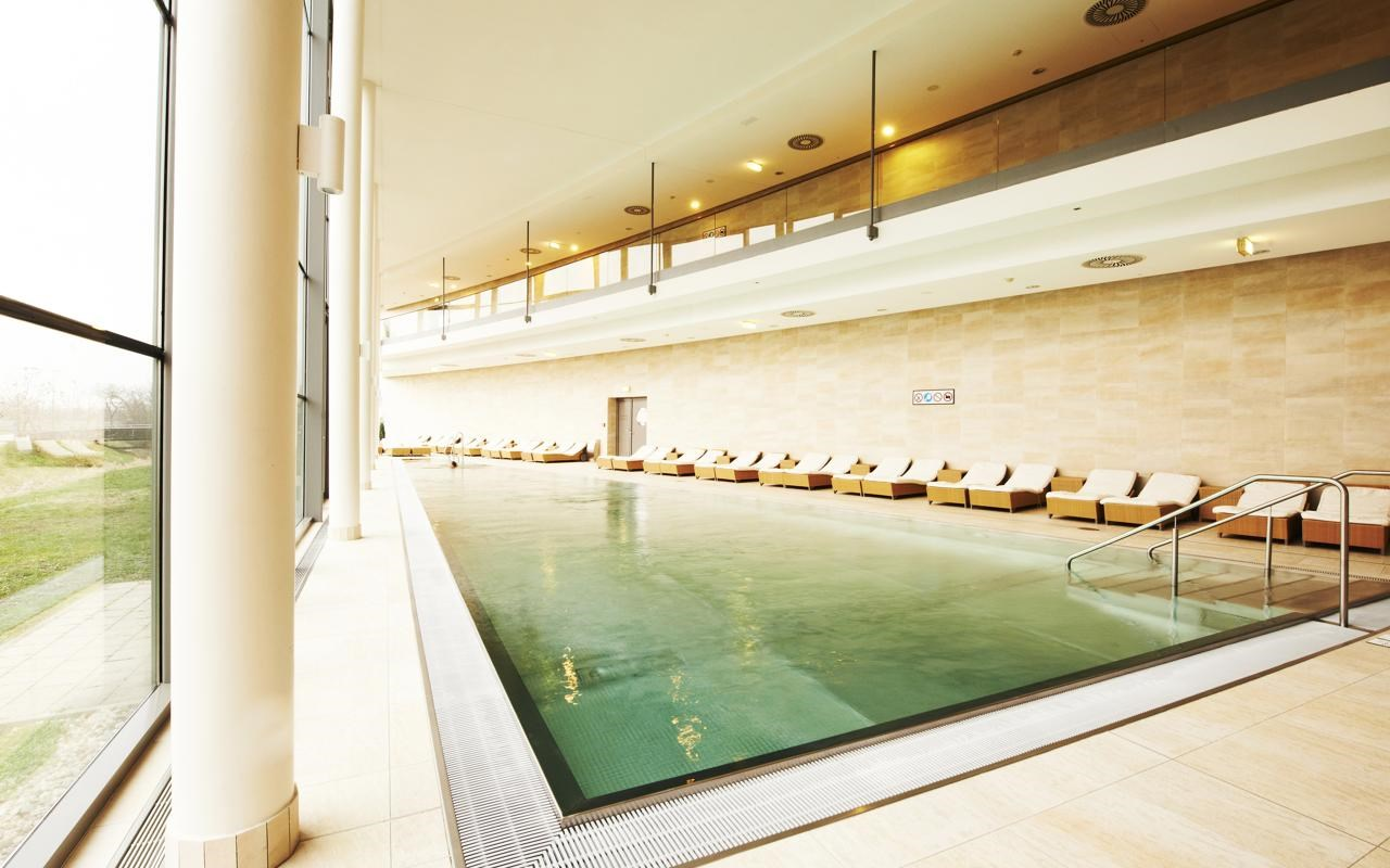 Therme Laa Pool.jpg